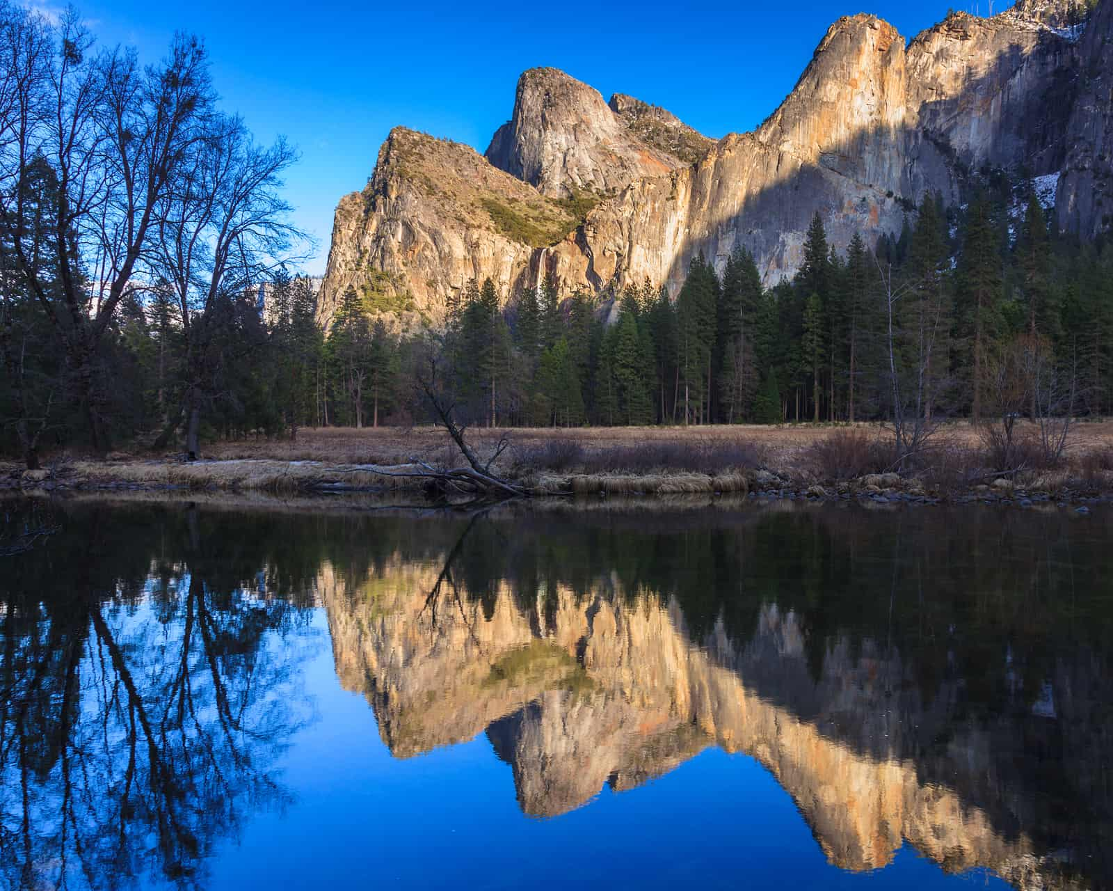 http://www.theparadigmrealtygroup.com/wp-content/uploads/2017/10/bigstock-Cathedral-Rocks-Reflections-40631113.jpg